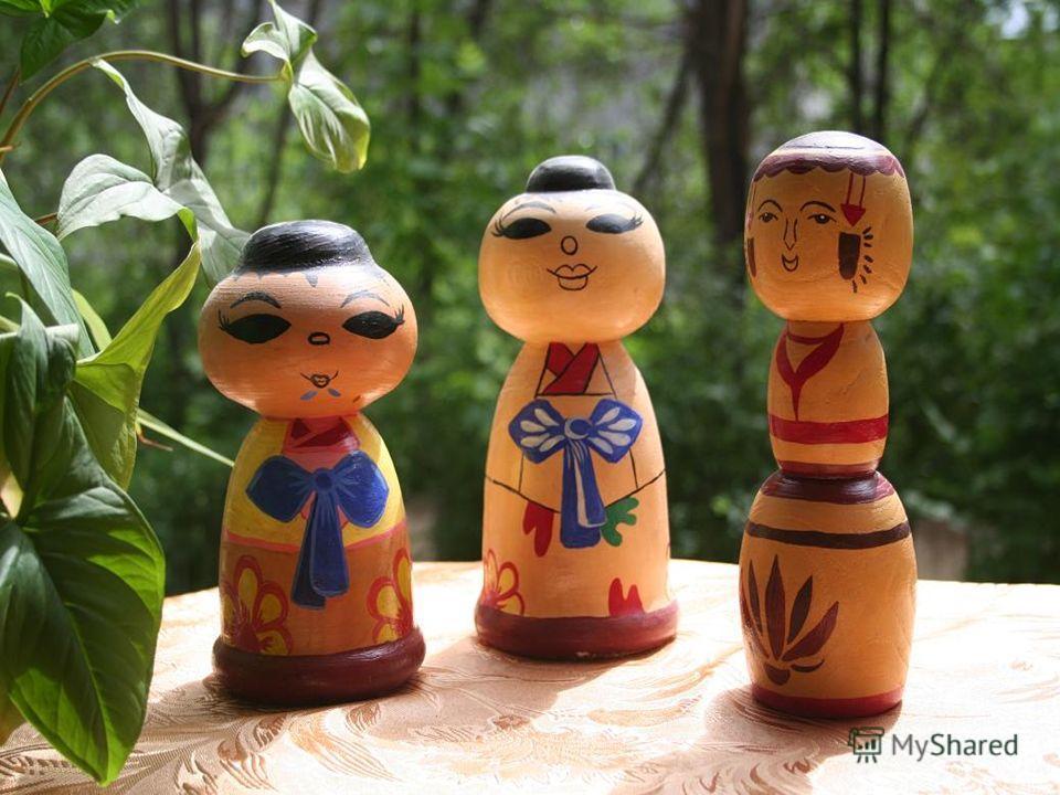 Считается, что русская матрёшка была выточена по образцу, привезённому из Японии. По некоторым данным, матрёшки появились в России только после Русско-японской войны и возвращения из Японии в Россию военнопленных. Япония – страна множества богов. Каж