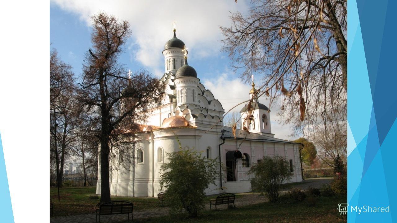 Церковь Троицы Живоначальной была построена в селе Хорошево – вотчине Бориса Годунова. Образцом для постройки этого храма стал построенный незадолго до того (в 1591-1593 гг.) собор Донского монастыря. Оба эти храма приписываются зодчему Федору Коню.