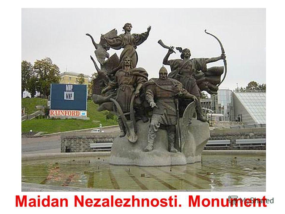 Maidan Nezalezhnosti. Triumphal arch.