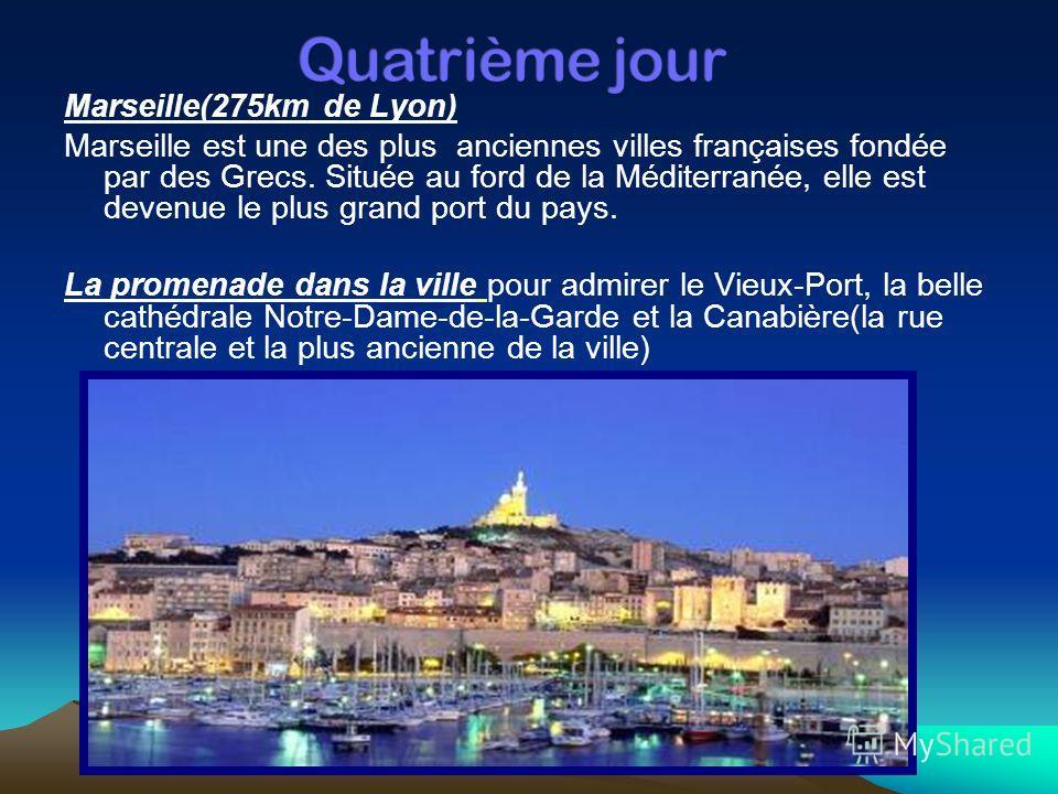 Marseille(275km de Lyon) Marseille est une des plus anciennes villes françaises fondée par des Grecs. Située au ford de la Méditerranée, elle est devenue le plus grand port du pays. La promenade dans la ville pour admirer le Vieux-Port, la belle cath