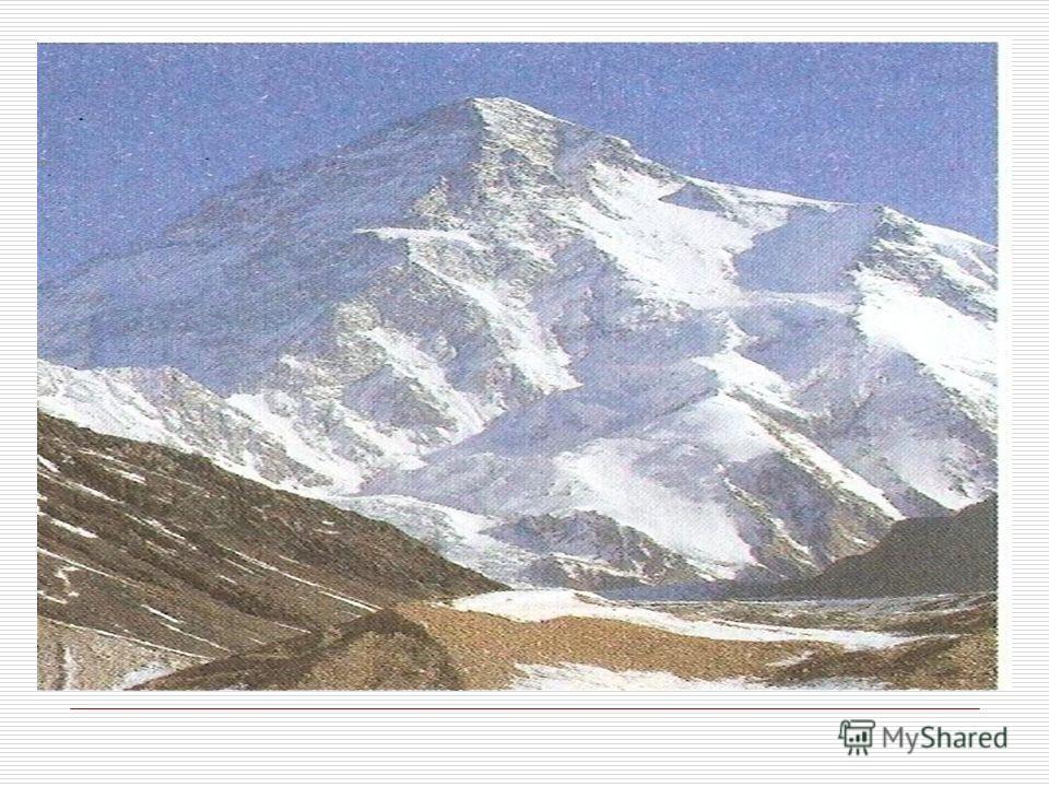 Хан-Тенгри. Уже на четвёртый день похода путешественники увидели вершину Хан-Тенгри. «На юг от нас возвышался самый величественный из когда-либо виденных мною горных хребтов. Он весь состоял из снежных исполинов, которых я мог насчитать не менее трид