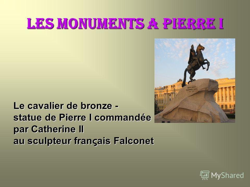 Les MONUMENTS a Pierre i Le cavalier de bronze - statue de Pierre I commandée par Catherine II au sculpteur franςais Falconet