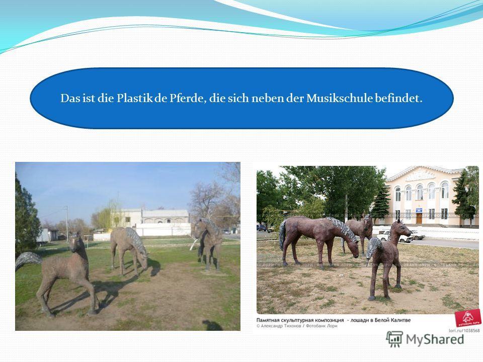 Das ist die Plastik de Pferde, die sich neben der Musikschule befindet.