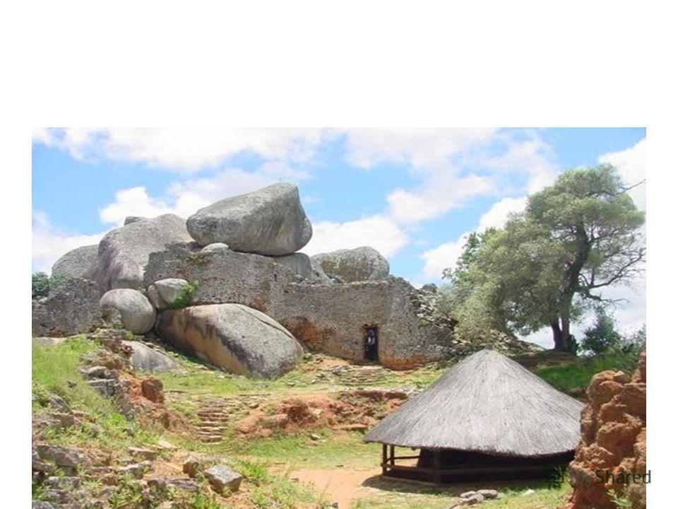 Нигде в мире нет ничего подобного Большому храму Зимбабве, который не вполне удачно нарекли «эллиптическим храмом»: длина наружной стены, окружающей все сооружения, 300 м, высота до 9 м, толщина у оснований 6 м, наверху сужается до 3 м. На сооружение