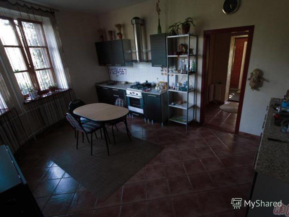 В доме находятся: 7 жилых комнат 7 жилых комнат 3 санузла 3 санузла кухня-столовая кухня-столовая Прачечная Прачечная Спортзал Спортзал Бильярдная Бильярдная Бойлерная Бойлерная технические помещения технические помещения каминный зал каминный зал са