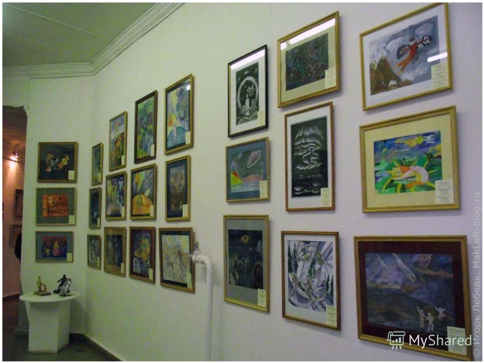 Краеведческий музей Расположен недалеко от красивой аллеи. В музее можно увидеть выставки картин, достопримечательности города, редкие экспонаты животных и птиц, старинные вещи.