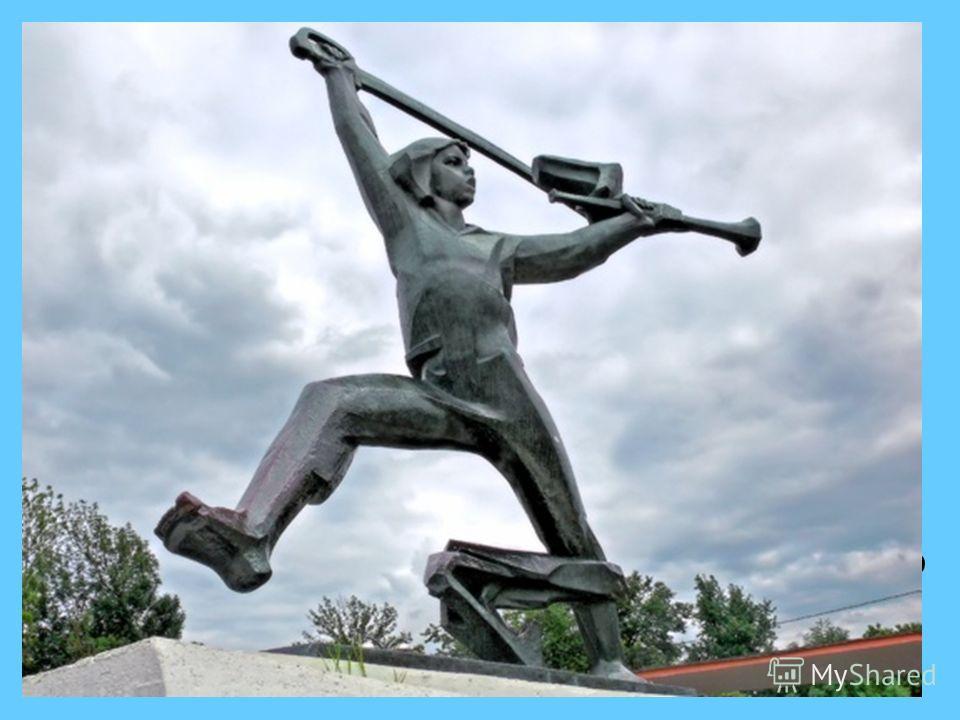 В 1972 году на Ленинских горах в Москве поставили памятник Мальчишу-Кибальчишу, герою «Сказки о военной тайне» А.Гайдара. Авторы – скульптор В.Фролов и архитектор В Кубасов.