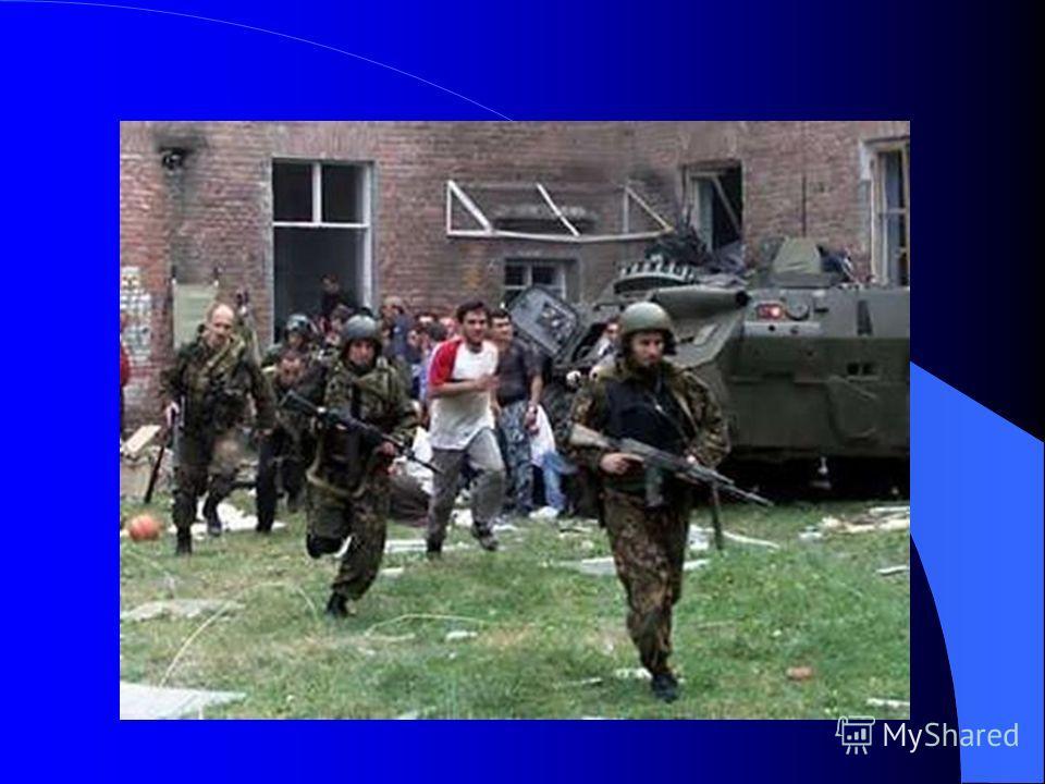 3 сентября удалось договориться с боевиками о выносе тел убитых. Когда спасатели МЧС начали перетаскивать тела, в спортзале школы раздались 2 мощных взрыва.